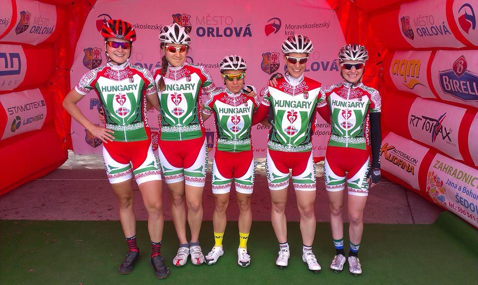 Benkó Barbara, Mester Dóra, Király Mónika, Szurominé Pulsfort Diána és Kormos Veronika