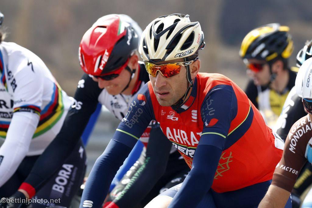 Vincenzo Nibali Tralyx szemüvegben és Racemaster sisakban Fotó: Roberto Bettini-Rudy Project