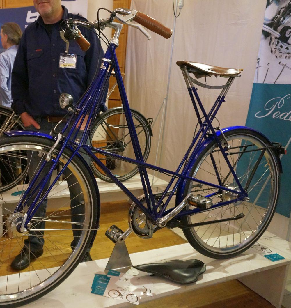 Pedersen kerékpárok igazán különleges, kényelmes bringák, váza összetéveszthetetlen, kecses, vékony csövekből áll...