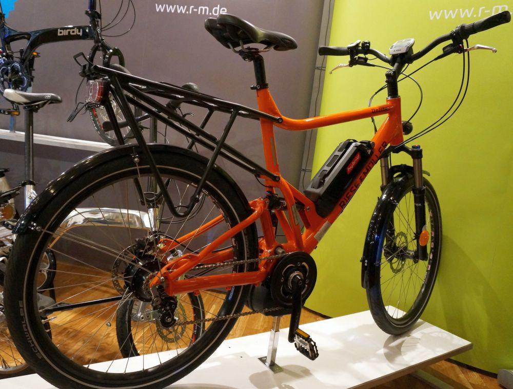 Szinte minden kerékpárgyártó bemutatott elektromos rásegítéssel rendelkező modellt...