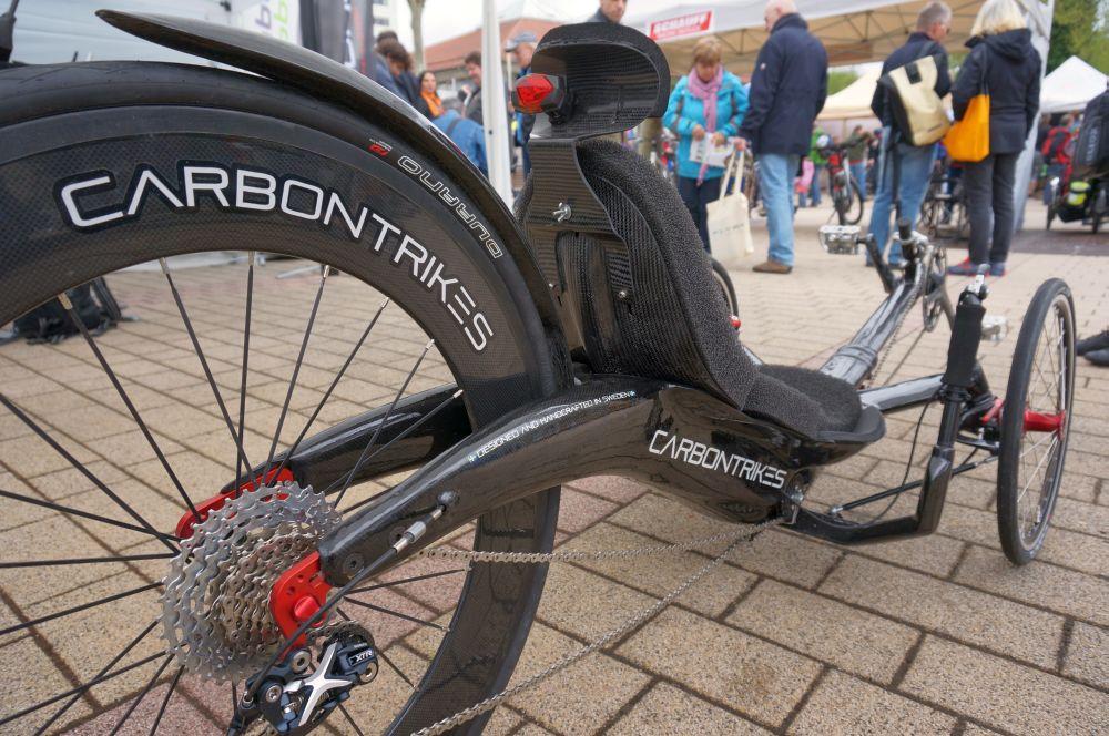 A svéd Carbontrikes állítólag a világ legkönnyebb és leggyorsabb háromkerekűje...