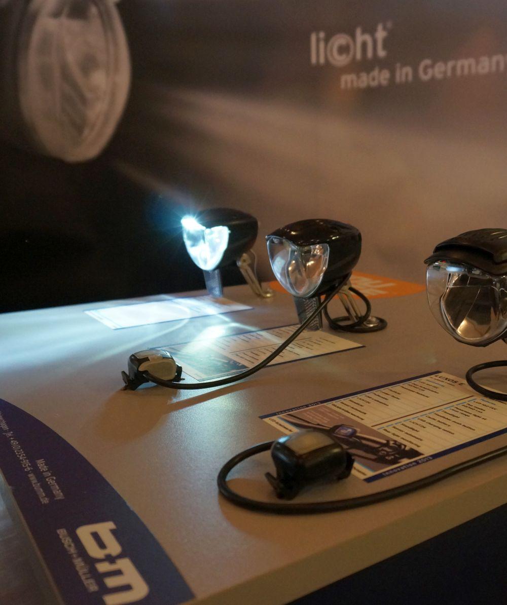 A német Busch and Müller cég idén több bődületes erejű dinamós lámpát mutatott be újdonságként...
