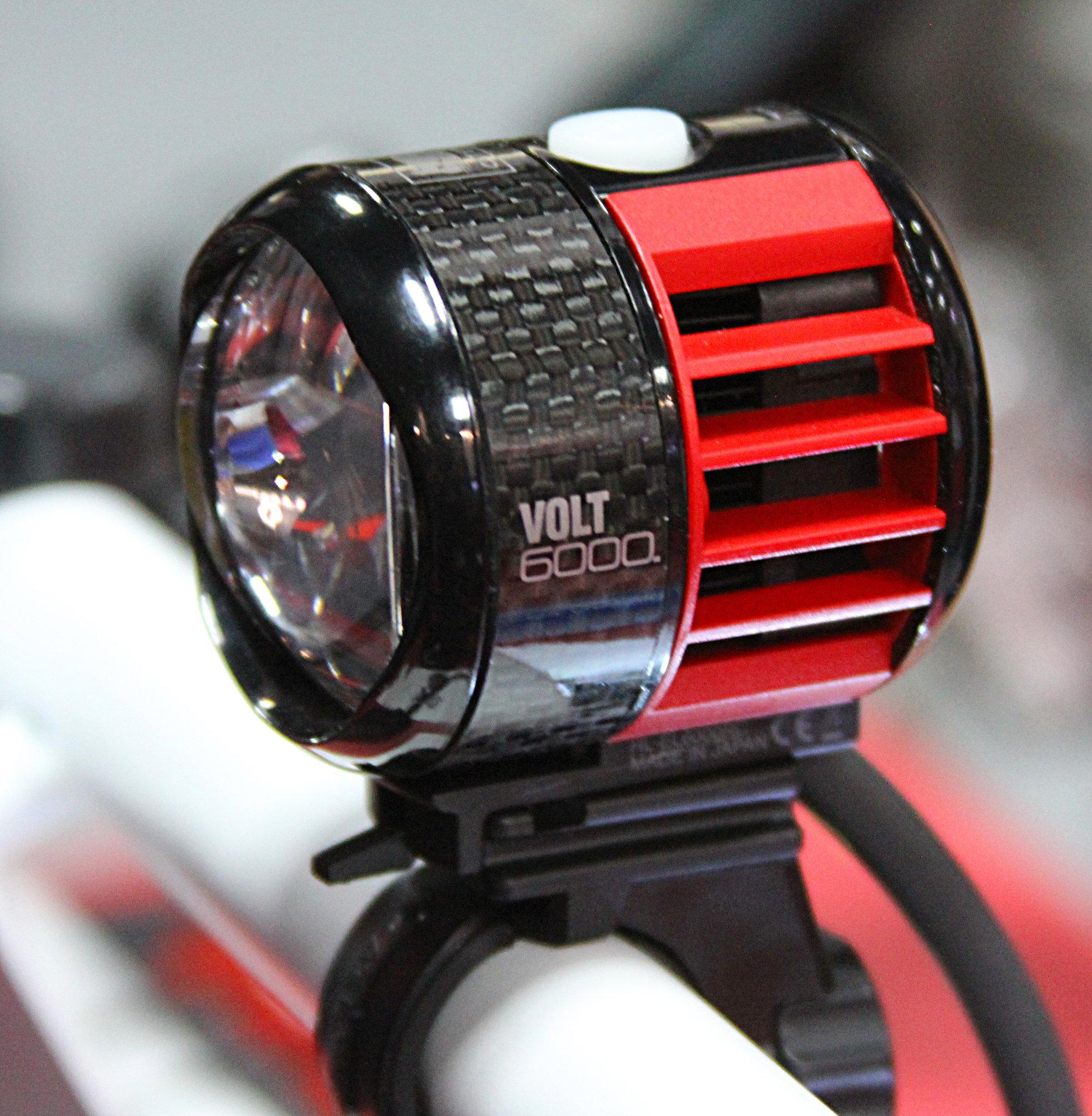 Ventilátoros hűtés, karbontest, mindössze 100 gramm a lámpatest!