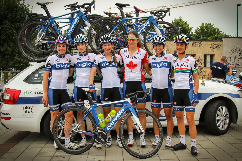 A Bigla csapat, bal szélen Annemiek Van Vleuten