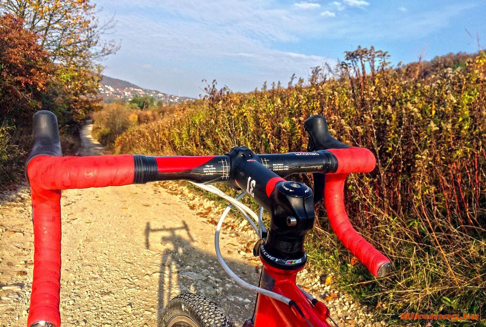 3T ARX II Team stucni és 3T Tornova kormány cyclocross kerékpárban tesztelve
