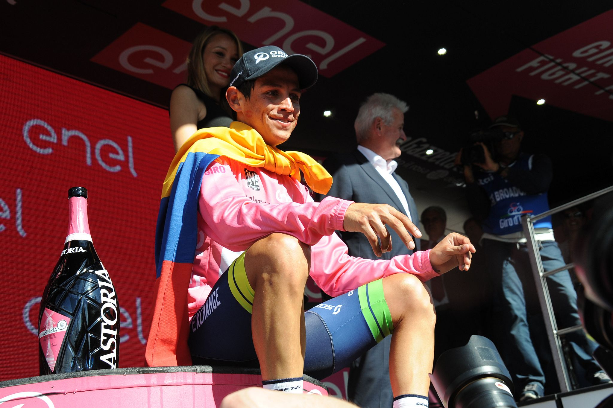 Chaves, az új rózsaszínű trikós, akit az Orica-GreenEdge csapat pozitív energiája is lökdös majd a hegyre...