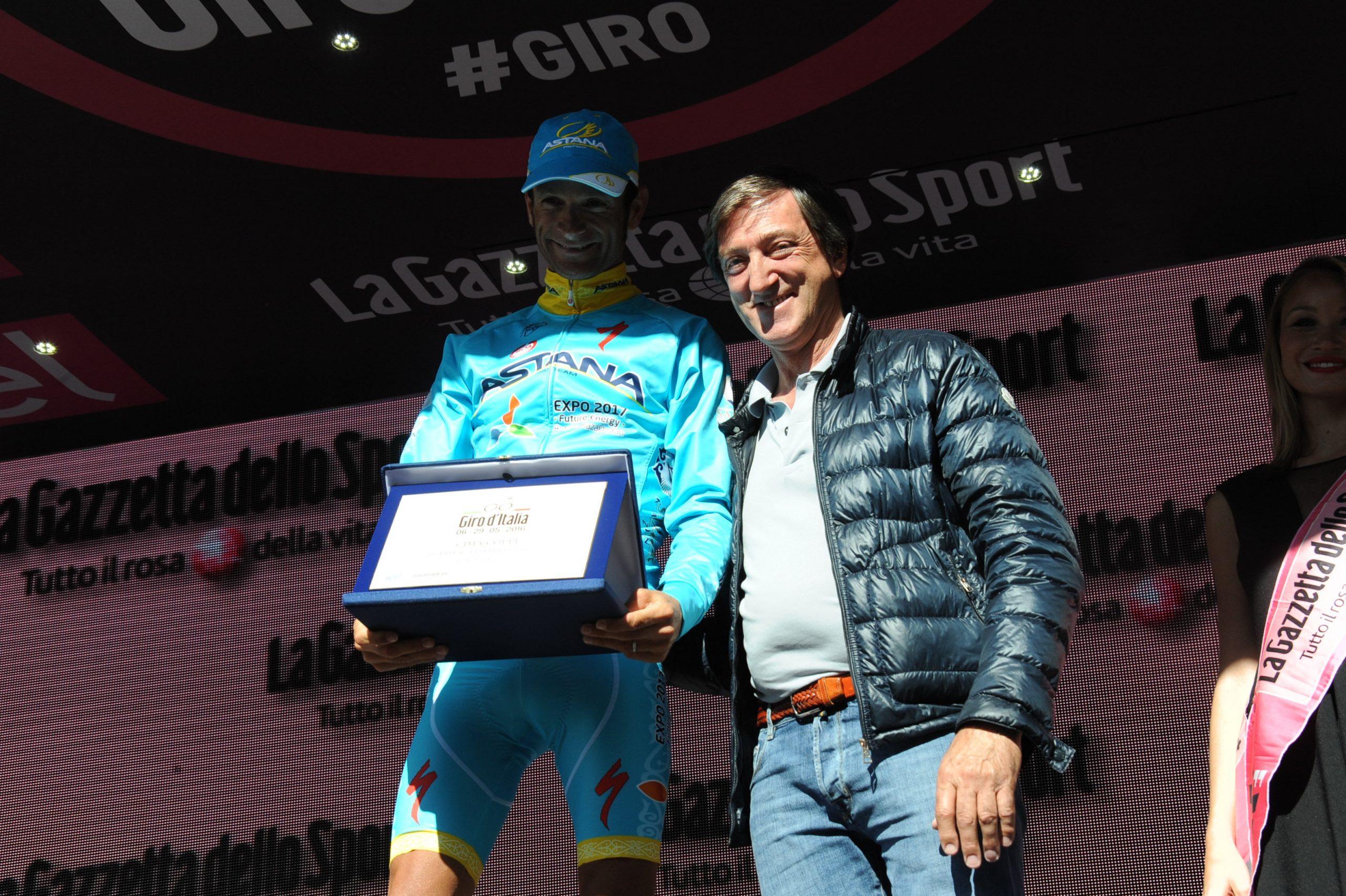 Michele Scarponi és a Cima Coppi megnyeréséért járó különdíj