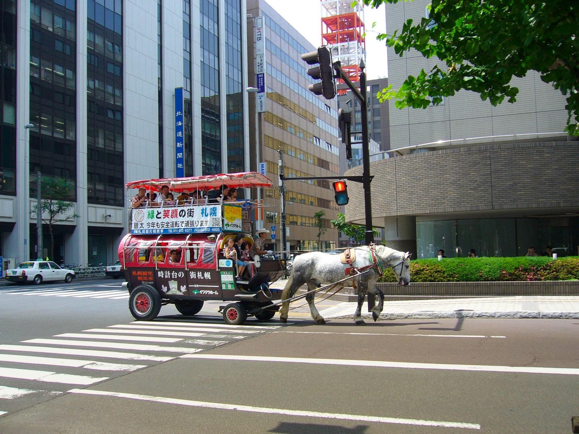 1.Akárcsak a lóval vontatott járművekre.