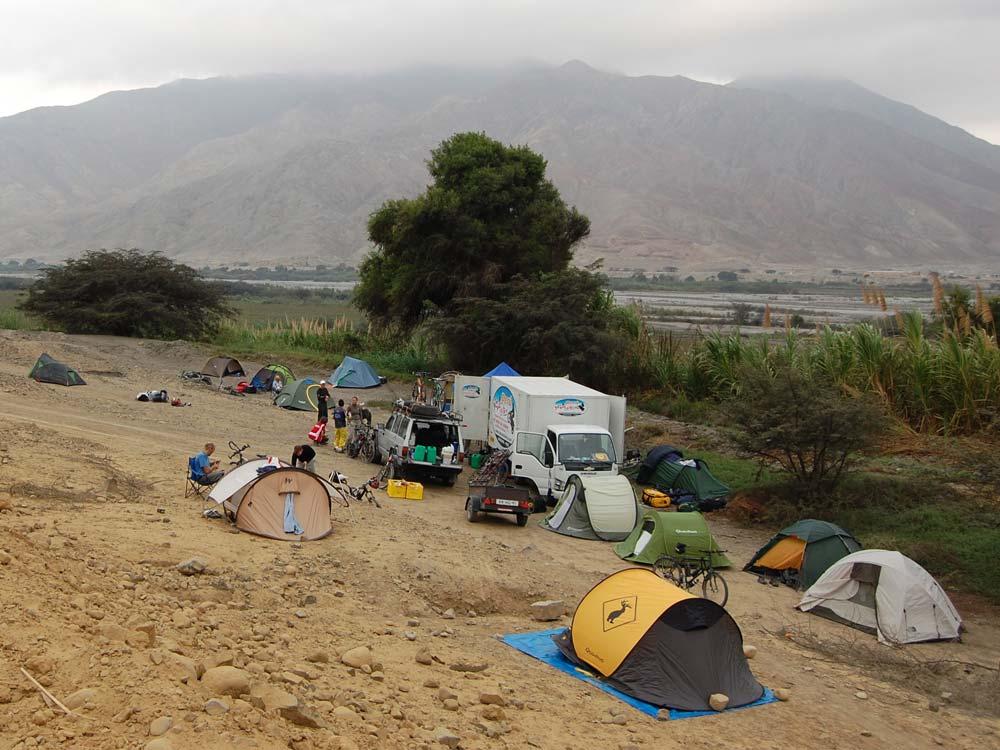 Egy-egy etap után ilyen táborhely várja a bringásokat – itt éppen Peruban