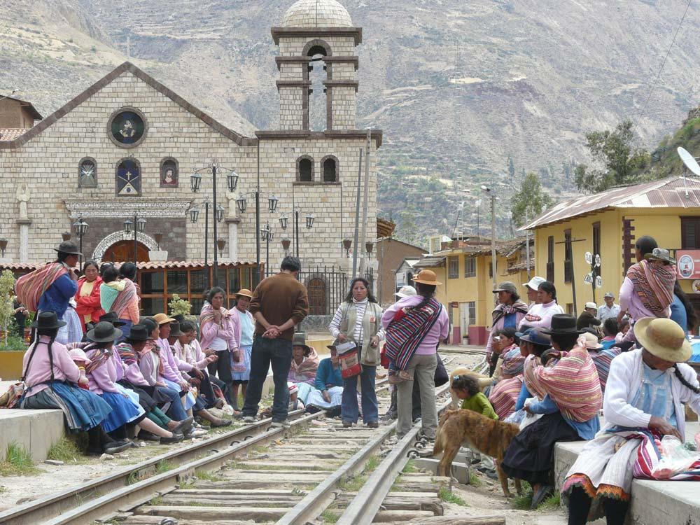 képaláírás: Peruban még nem szüntették meg a szárnyvonalakat…