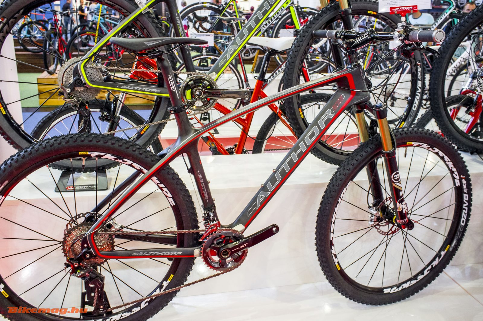 Author Sector: 27,5-es karbon mountain bike XT szettel