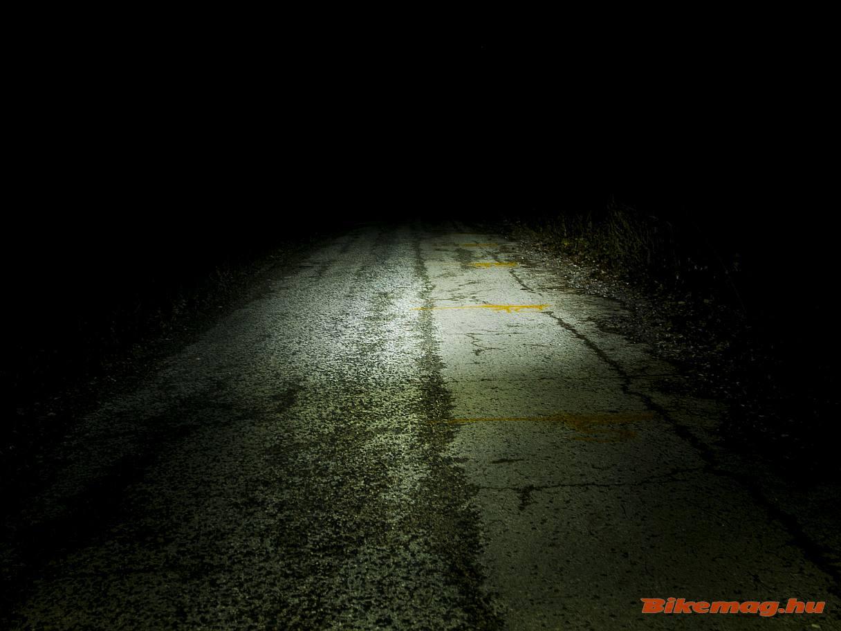 A BBB SWAT első lámpa így teríti a fényt