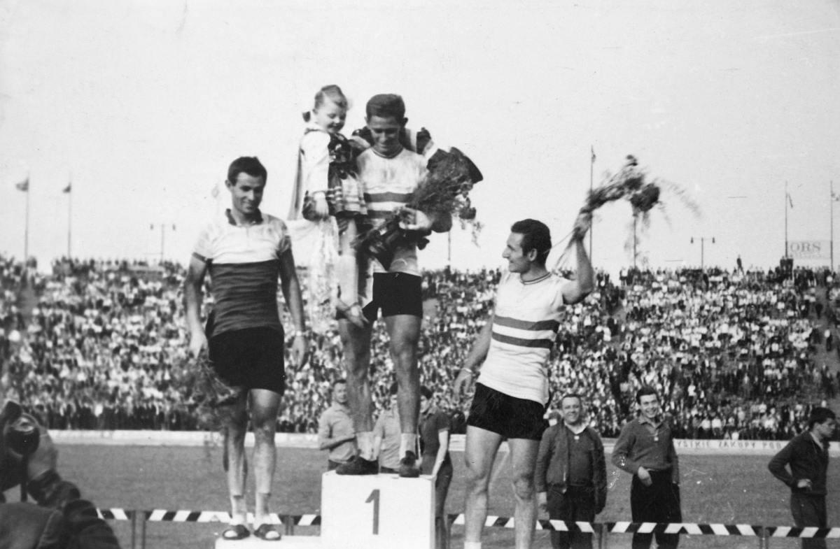 Juszkó János, a BVSC versenyzője az 1966-os Békeveseny 6. szakaszának győzteseként