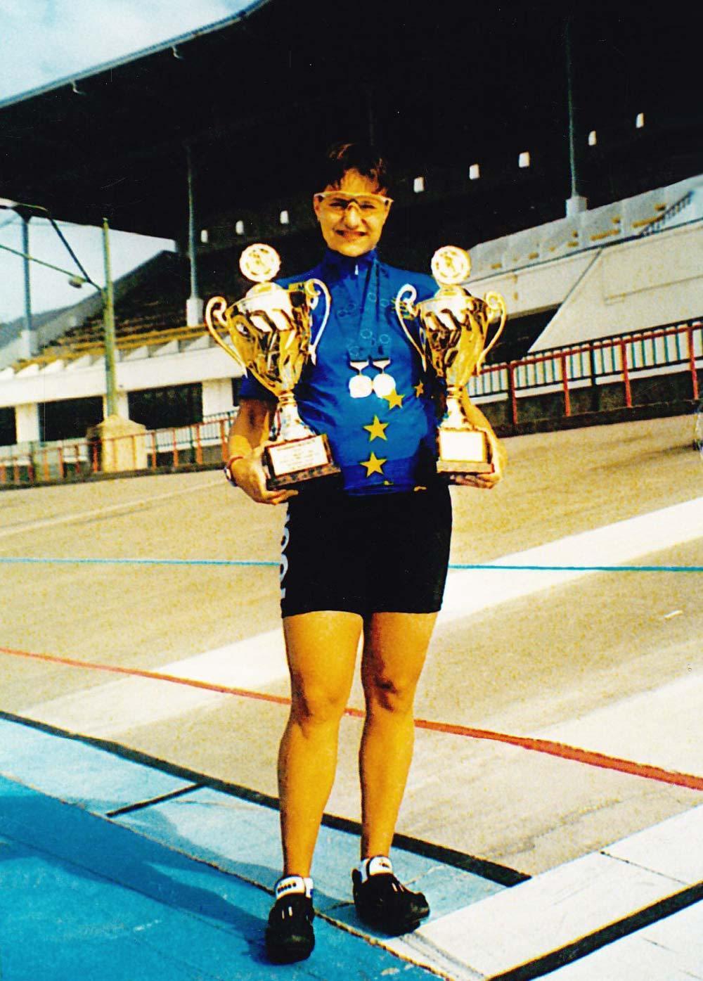 Szabolcsi Szilvia a két Európa-bajnoki trófeával a Millenárison