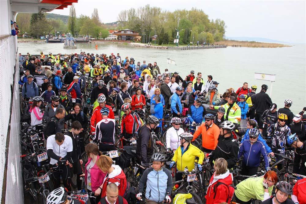 Tömeges kopátkelés kerékpárral