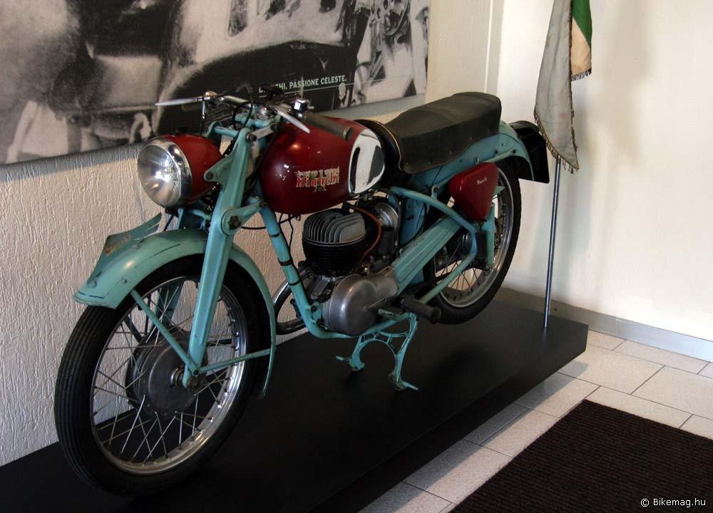 Moto Bianchi 1951-ből. Bizony a Bianchi egykor ilyet is gyártott!