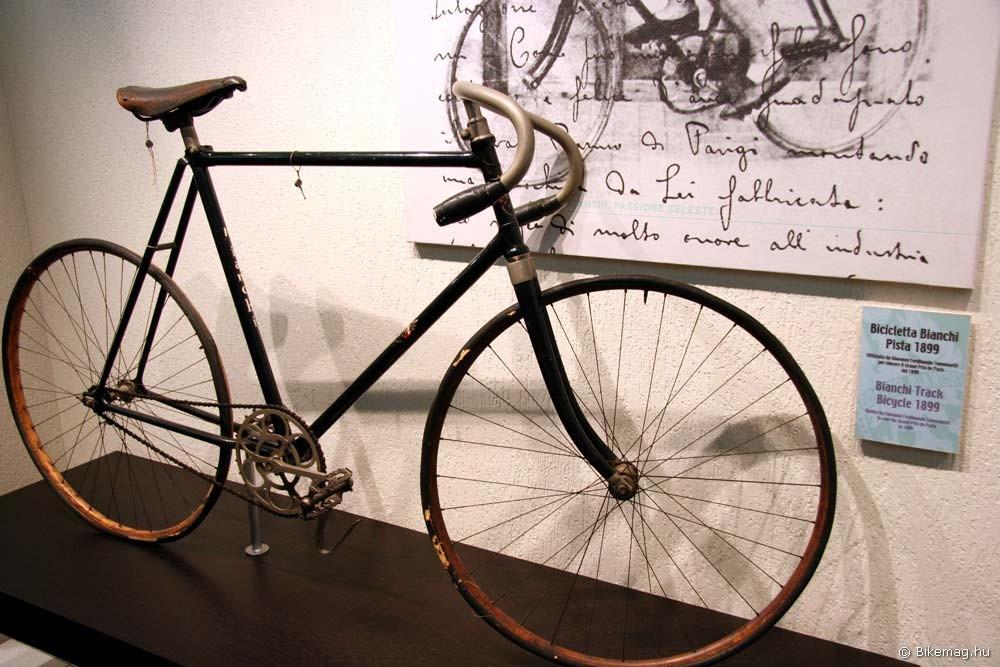 Bianchi 1899-ből, a párizsi Grand Prix győztese. Már akkor versenyeket nyertek a gépeikkel, mikor a legtöbb ma ismert gyártó alapítója még meg sem született!