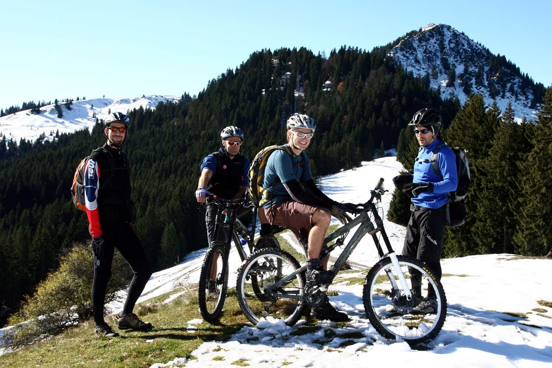Mi feljutottunk a hegyre… Pár centi hó és +10 fok: imádni való!