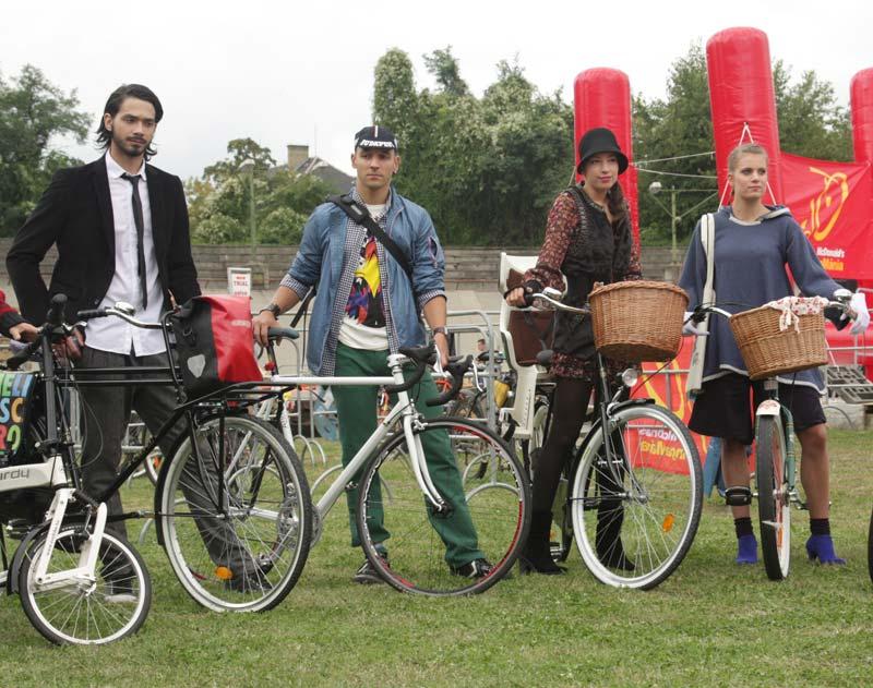 Bringás modellek a Cyclechic.hu divatbemutatóján