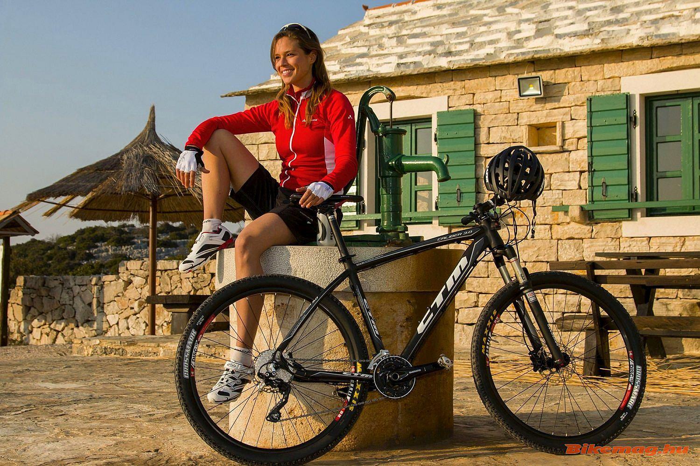 A csodás lemenő nap fényében még a...bringa is jobban néz ki :)