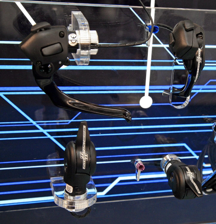 Campagnolo Athena EPS elektronikus váltás fékkarról vagy könyöklőről
