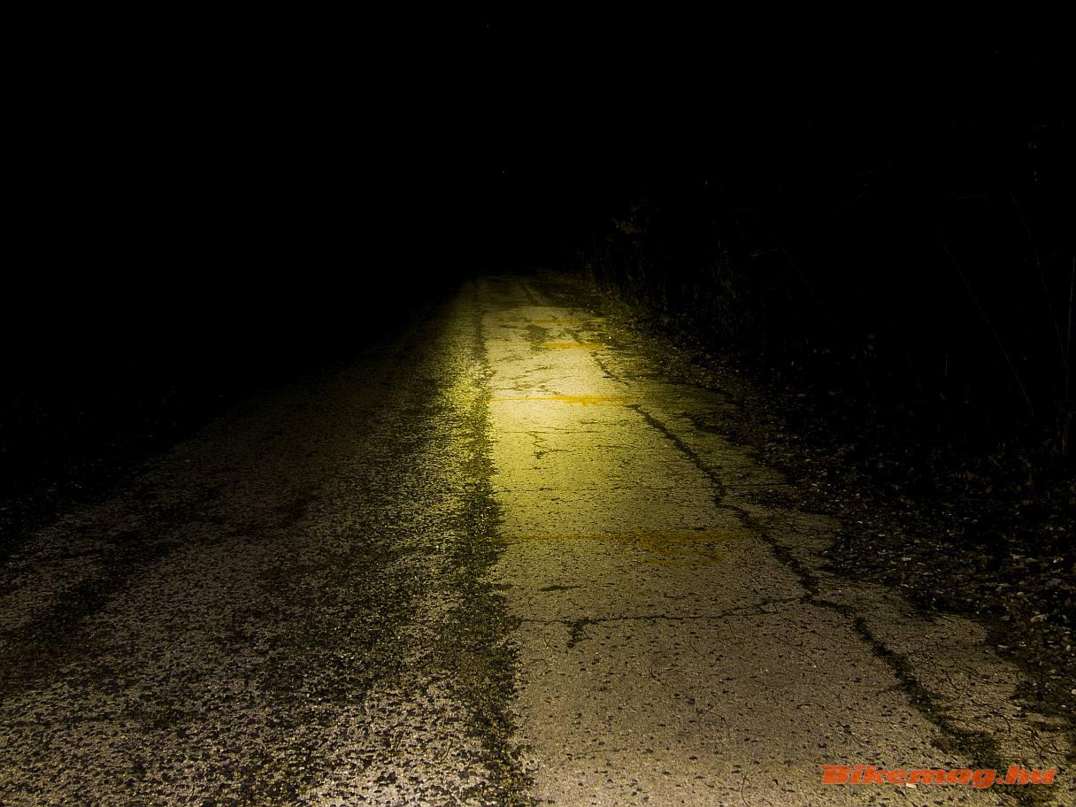 A Cateye Volt100 első lámpa így teríti a fényt