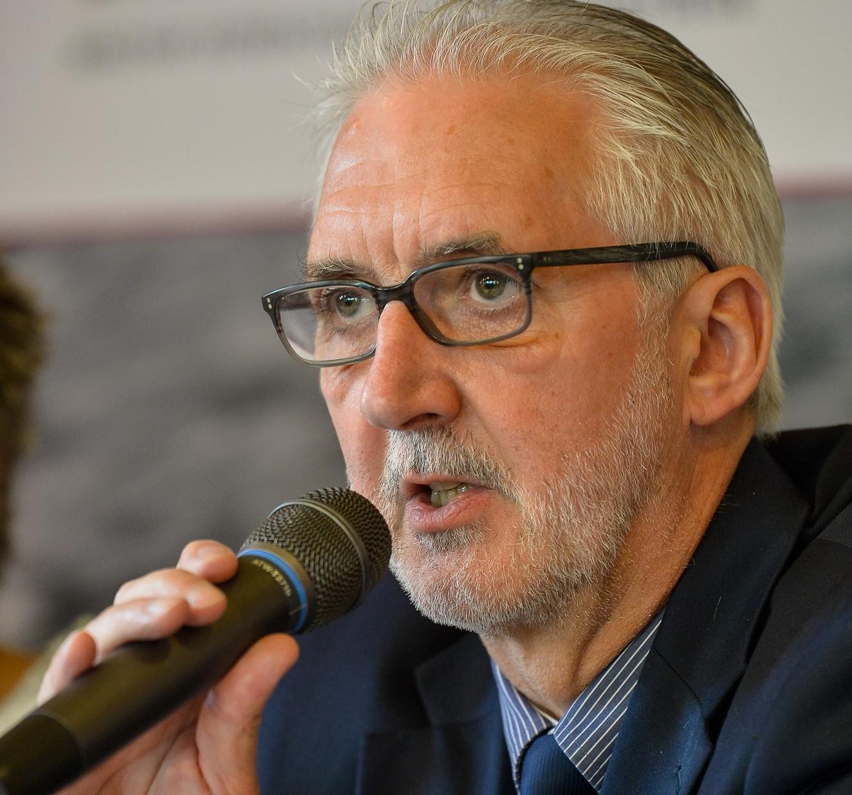 Brian Cookson UCI-elnök széke is függhet az ügy végkimenetelétől...