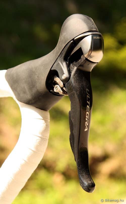 Fékkar karbonból: szeretem, ahogy a karbon cuccok kinéznek a Shimanónál