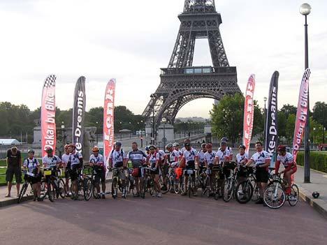 2006.09.10. – rajtra kész az első ízben megrendezett bringás Párizs-Dakar mezőnye