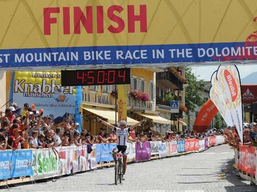 A győztesnek mindössze 4 óra 50 perc kellett a hosszútáv 119 kilométeréhez…