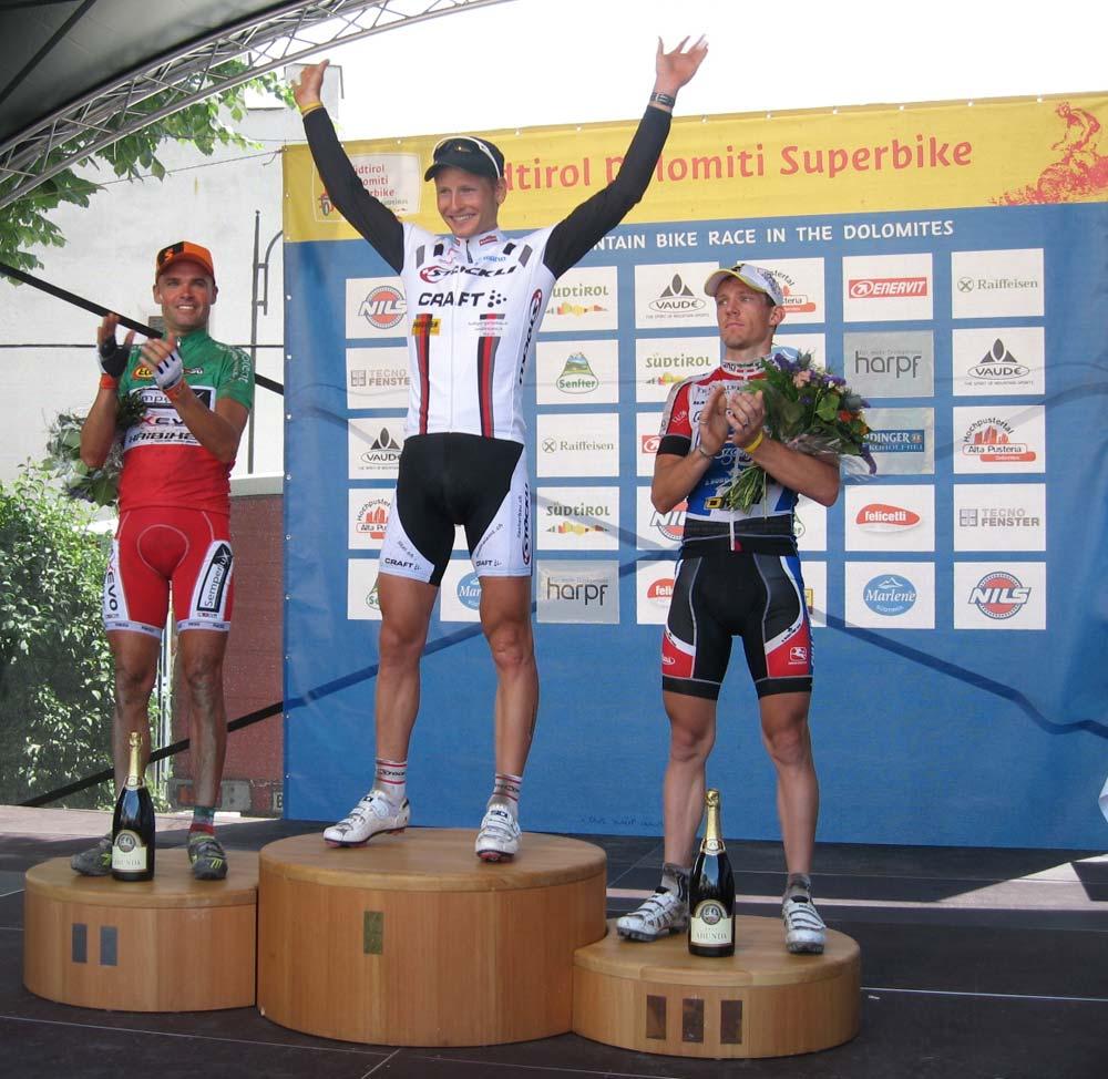 A hosszú táv férfi győztesei: balról Mirko Celestino (2.hely), Urs Huber (1.hely) és  Mike Felderer (3.hely)