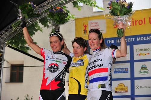 A hosszú táv női győztesei: balról Pia Sundstedt (2.hely), Erika Dicht (1.hely) és Sally Bigham (3.hely)