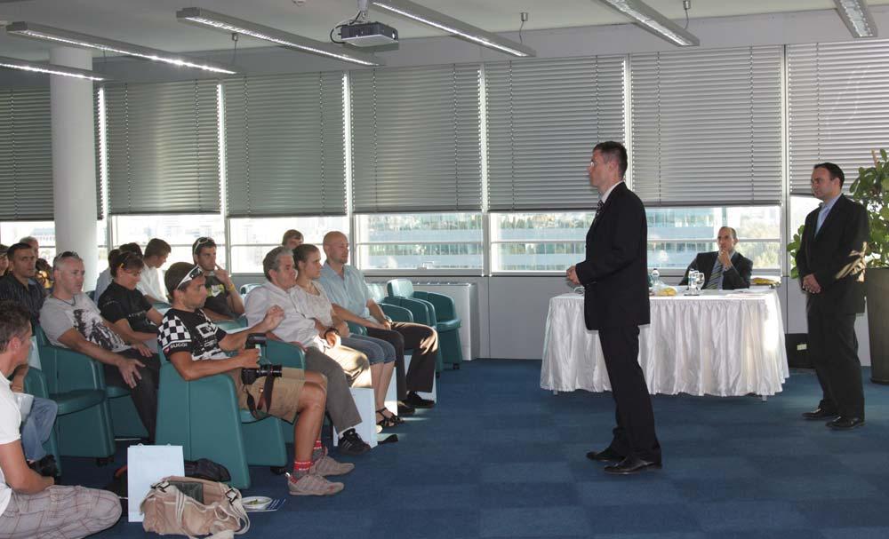 A díjkiosztó előtt Sztanó Imre, az Erste Bank Hungary lakossági üzletágért felelős vezérigazgató-helyettese beszélt a versenysorozat célkitűzéséről és küldetéséről