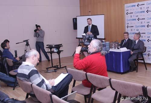 Az igazolás hírét sajtótájékoztatón jelentette be az EuroOne-Cube Pro MTB Team