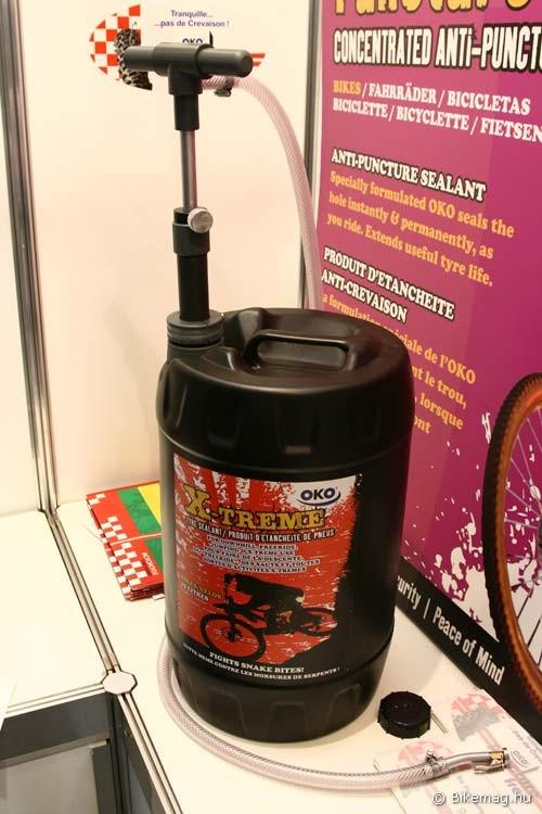 Eurobike 2011: műhelyek számára készült ipari 25 literes kiszerelés