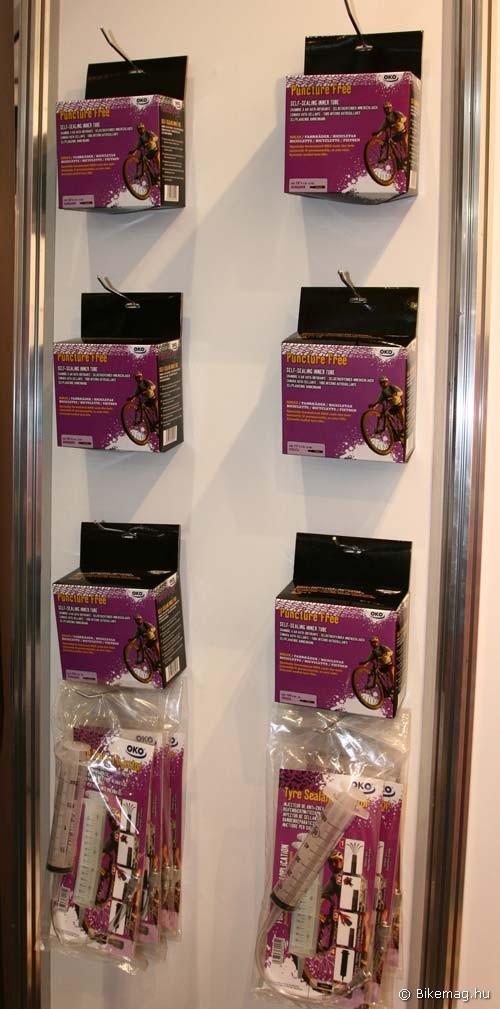 Eurobike 2011: Puncture Free öntömítő belsők, alul a betöltő fecskendő