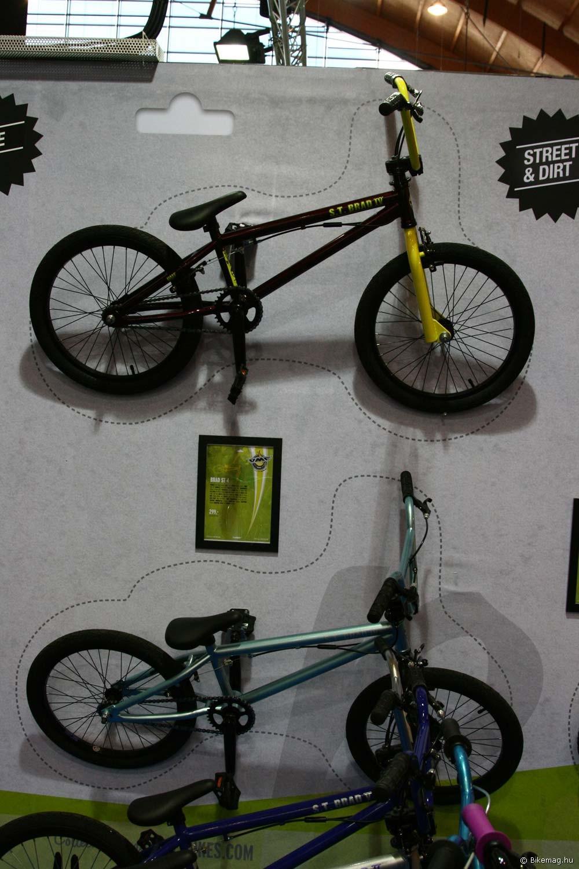 """Eurobike 2011: Brad Street. 2012-től egy 16""""-os kerekű BMX-et dob piacra az UMF az extra kicsi ridereknek. Természetesen hasonlóan jó felszereltséggel, mint a nagytestvérek esetében, pegekkel, singlespeed verzióban, rotorral"""