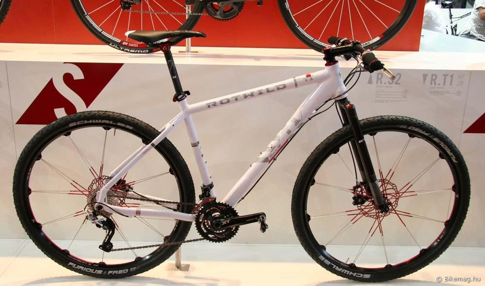 Eurobike 2011: Egy felső kategóriás gép a német Rotwildtől. Nem kell még temetni az alumíniumot! Egyben példa a kevés merevvillával szerelt gépre is