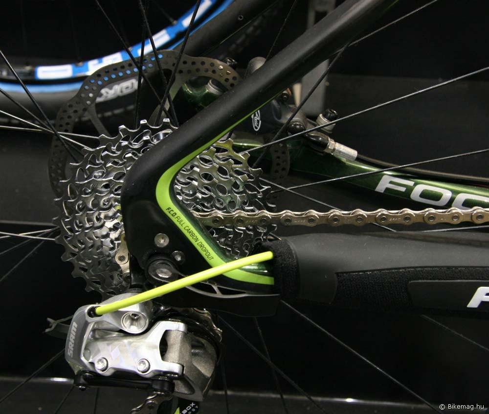 Eurobike 2011: Egy teljesen karbon konstrukciójú papucs egy Focus-on