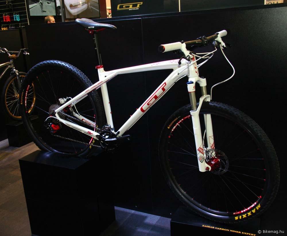 Eurobike 2011: A GT is visszatérni látszik a régi egyszerű designhoz, ami lássuk be, baromi jól áll neki