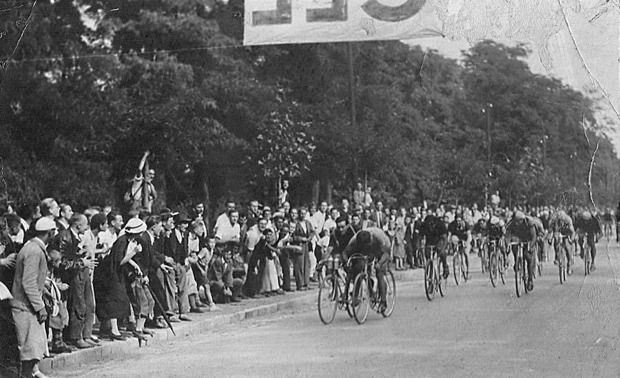 A kor két országúti klasszisa: balról Karaki, jobbról Liszkai az 1937-es Tour de Hongrie-n