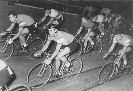 1956 Párizs: párosversenyen középen Furmen Imre, mellette Bicskey Richárd