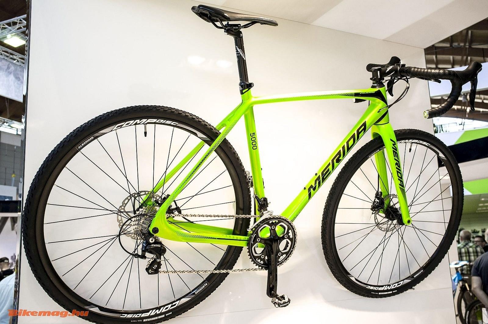 Kicsit magasabb árszinten ebből a Merida cyclocross bringából is lehet  versenygépet, de általános használhatú kerékpárt is varázsolni