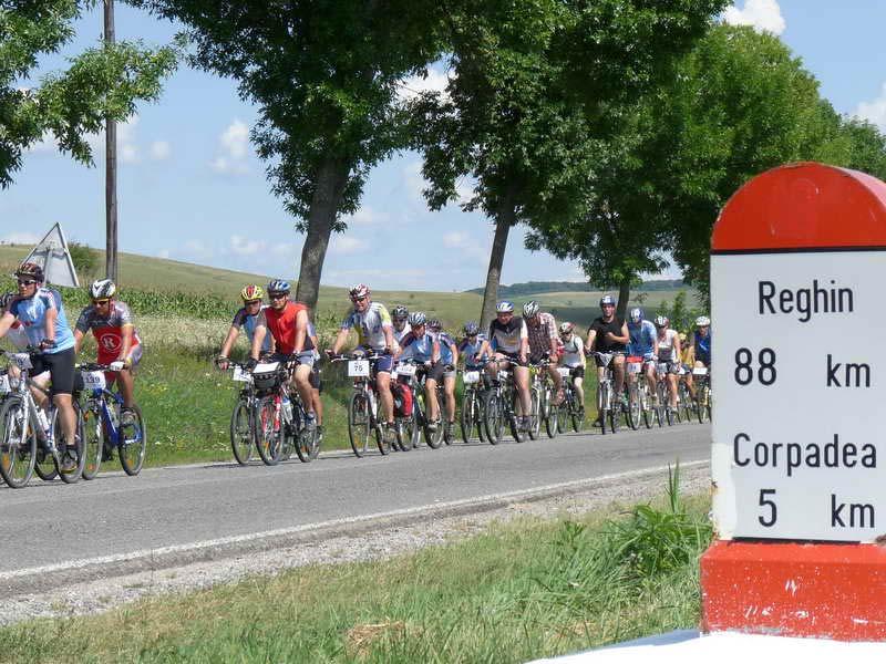 Határon Túra 2011: hétfőn a Szászrégen-Kolozsvár útvonalon folytatódott a túra