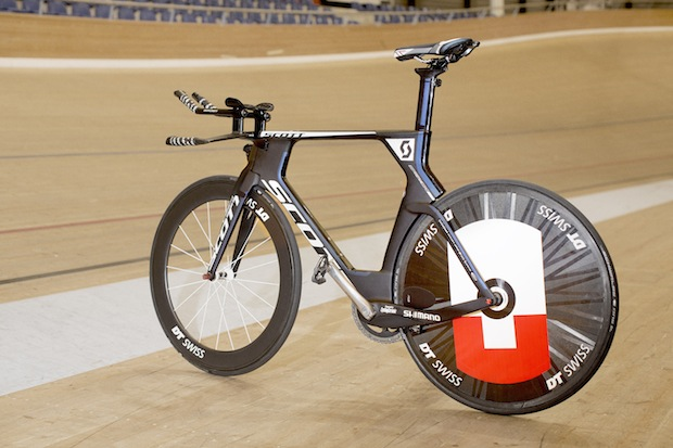 Hour-Record_Matthias-BrÑndle_Bike_2014_15