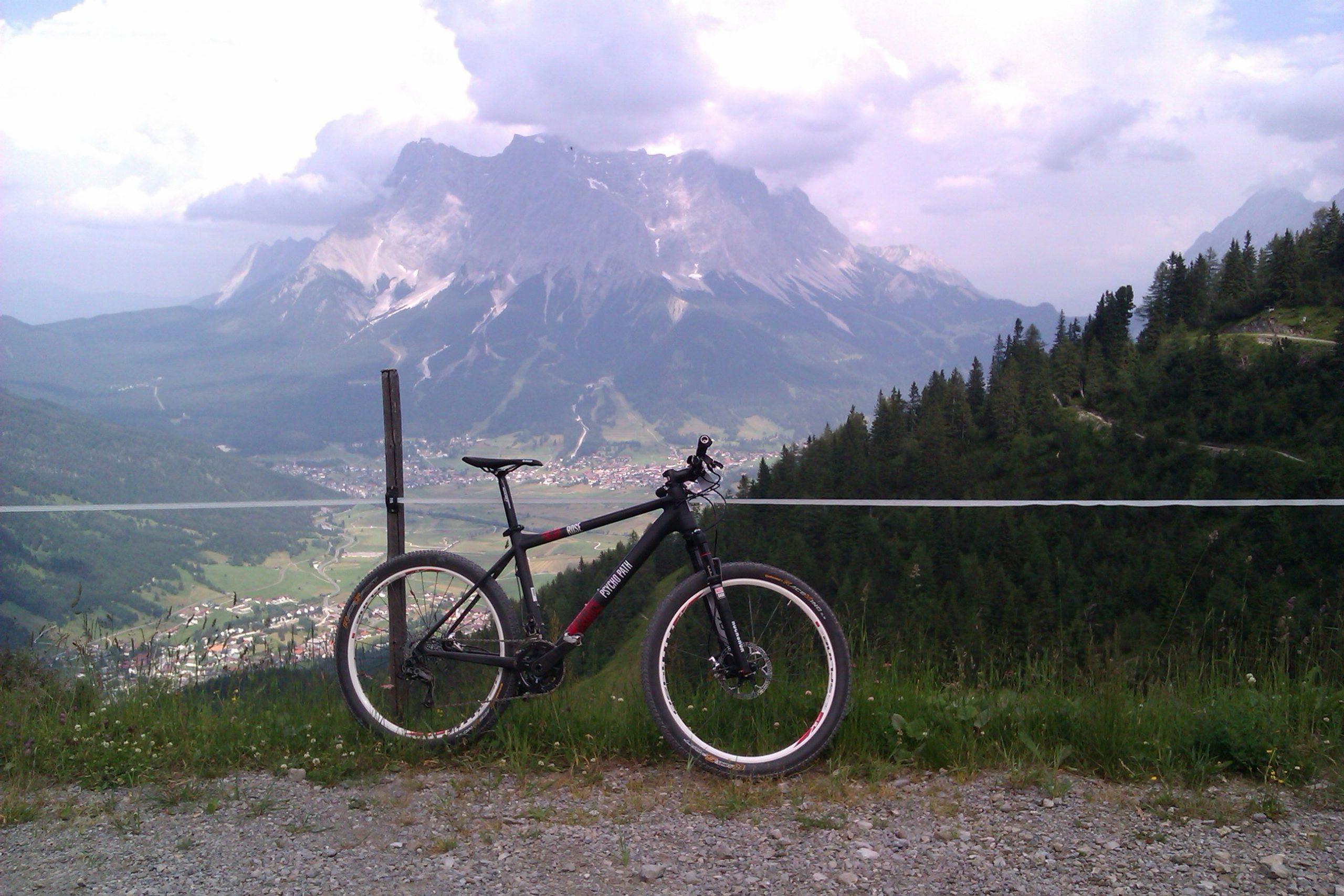 Rose Psycho Path - háttérben a Zugspitze