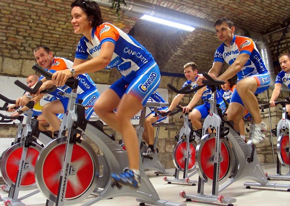 Csoportos spinning foglalkozás - remek csapatépítés...