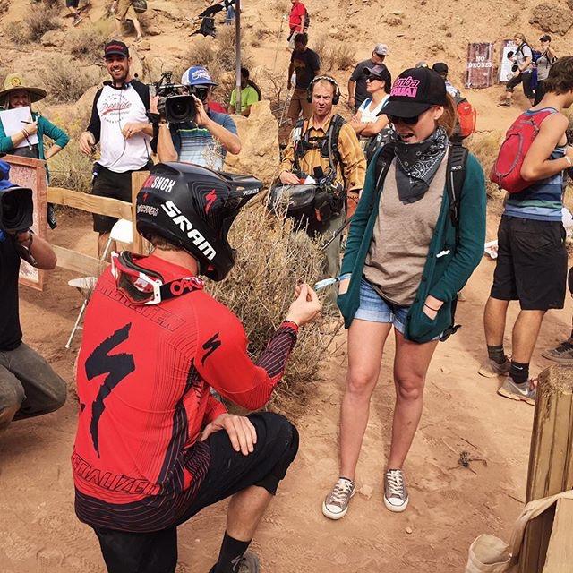 Kyle Norbraten a futama után kérte meg barátnője kezét! Igent mondott :D