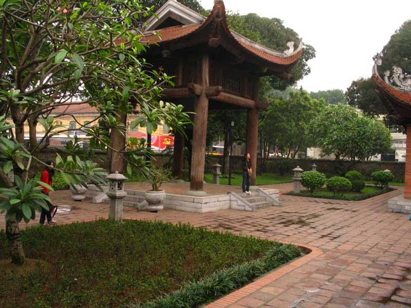A jellegzetes indokinai pavilonépítészet egy típusos példája