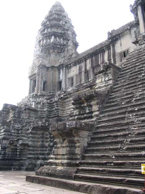 Angkor nagyon látványos, de meg is kérik az árát